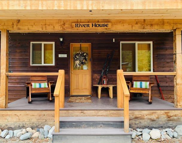Entrance/front porch