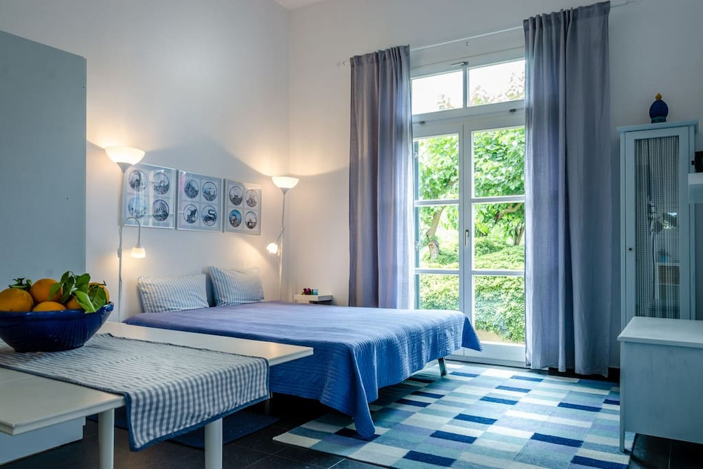 Wohn/Schlafbereich Sleeping/Living Area