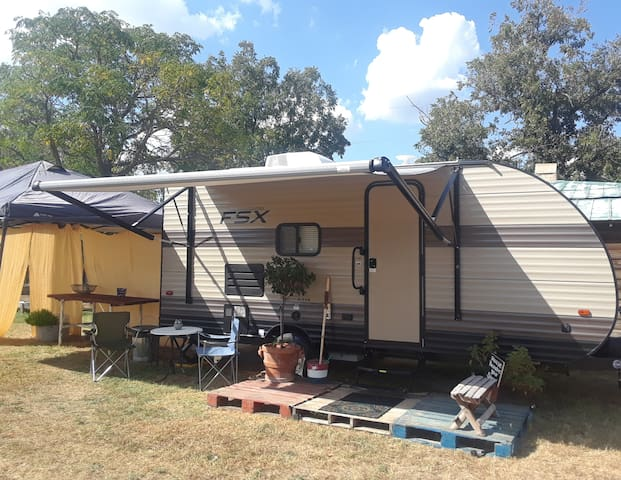 2019 RV in London, TX, USA on private lot.