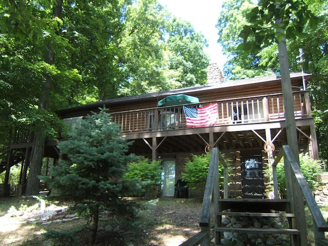 Raccoon Lake - Huge Vacation Home - Lakefront