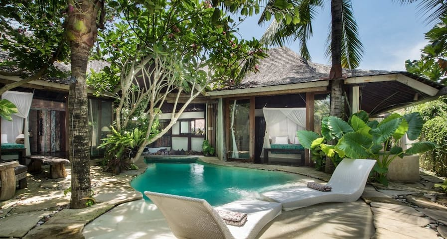 2BDR UNIQUE VINTAGE VILLA IN SEMINYAK WITH CHEF