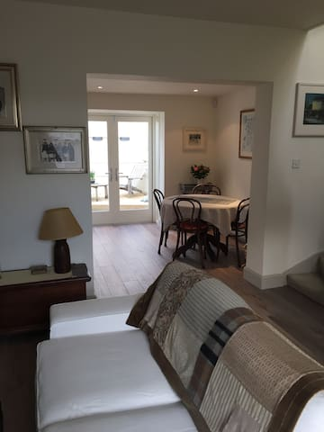 Charming terraced house by the sea - Dalkey - Huis