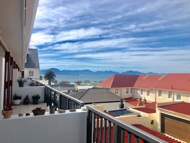 Best location in Mossel Bay, 5min walk to beach!