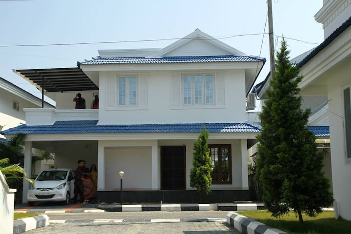 Independent luxury villa at kochi near amrutha - Ernakulam - Casa de camp