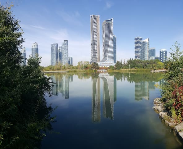 Toronto West Condo By The Lake