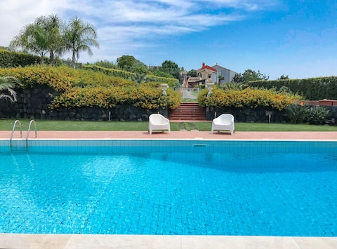 House with Private Salt Water Pool and Huge Garden