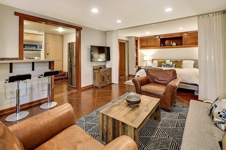 Luxury Tangletown King Studio + Office