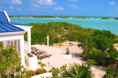 Blue Pearl Villa - Private Beach - Chalk Sound - Rumah