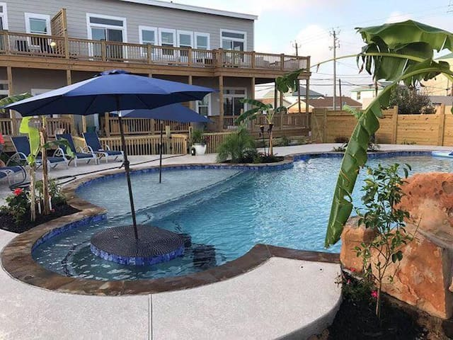Sunset Suite at Galveston Island Pool House! 2 max