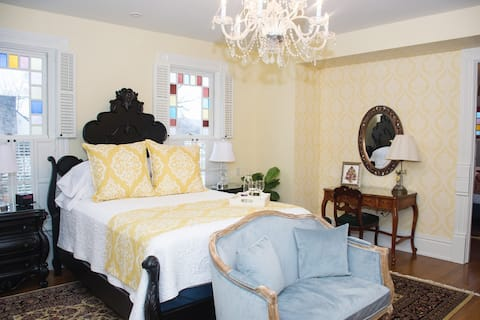 Maple Shade Mansion - The Anna Room in the Squire Suite