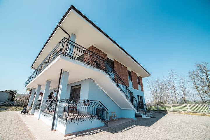 B&B Ca' del Viaggiatore - triple room in Langhe