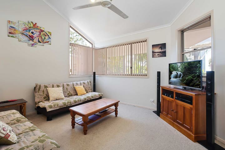 3 'Ambleside' 9 Shoal Bay Avenue - air con, WIFI and close to the water and Shoal Bay shops