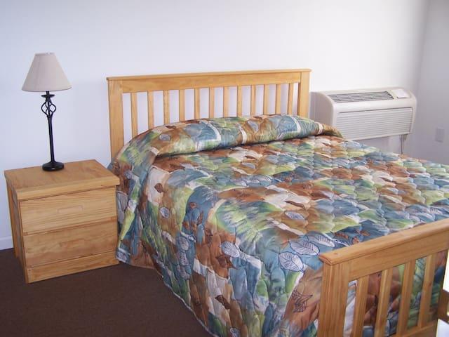 Each bedroom has queen bed