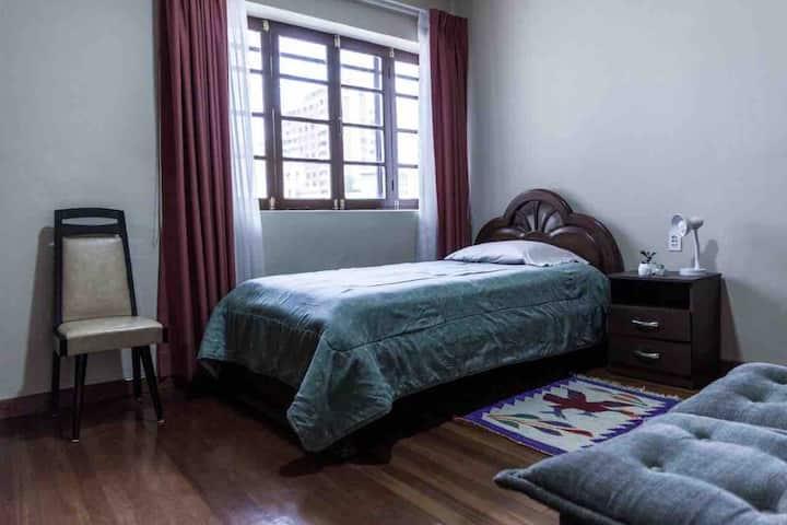 Habitación privada en casa de huéspedes.Buena zona