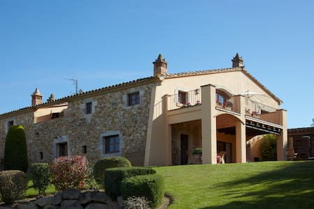 Villa Sagué: Lujosa masía en pueblo tranquilo