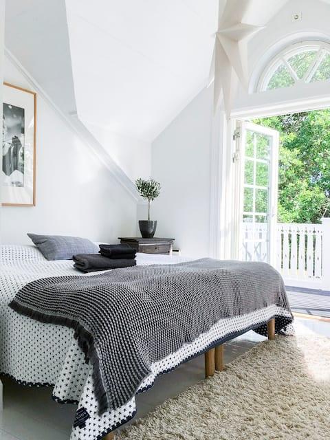 Charmig 40-tals villa med gårdsstuga på Åland