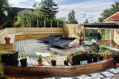 Spaceous villa 15 minutes from Stockholm City - Huddinge