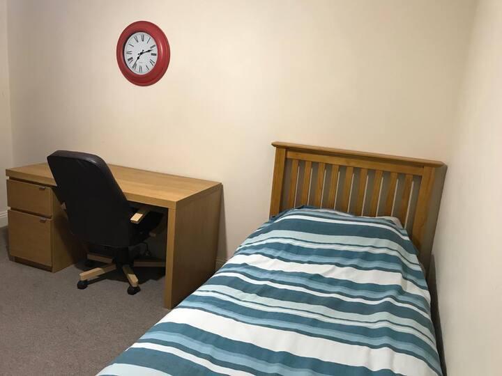 Bennett Crescent Room to Rent