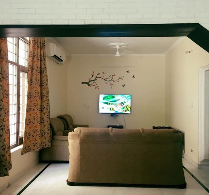 Drawing room 2, TV area