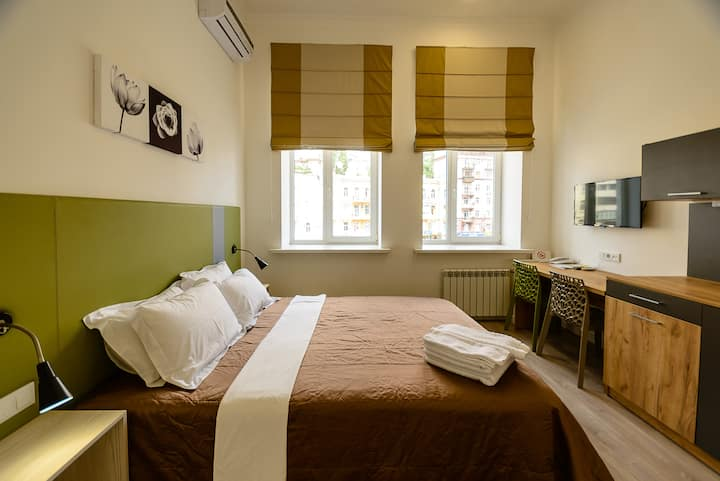Street view double room with shower ID981