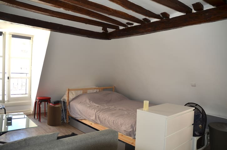 Charming apartment 15 min from the Eiffel Tower