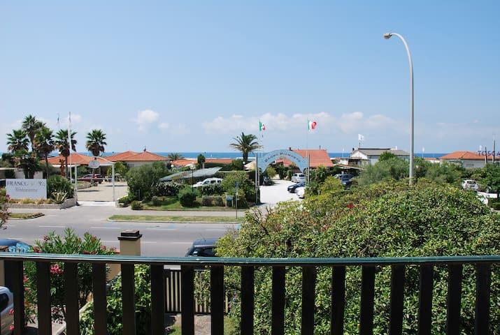 Villa Lucia, front beach