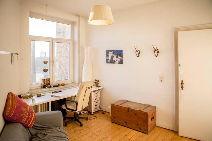 2 helle Zimmer in gemütlichem Altbau im Zentrum - Hannover - Apartment