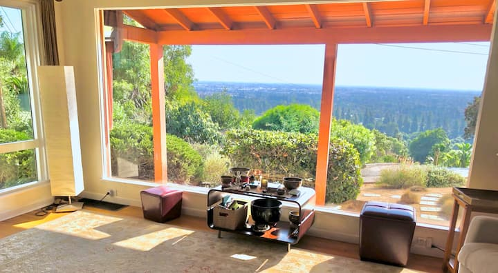 Gorgeous views, spacious 1900sf house on 1/4 acre