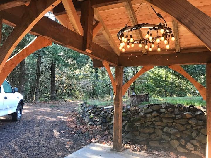 Cozy retreat near Dog Mountain