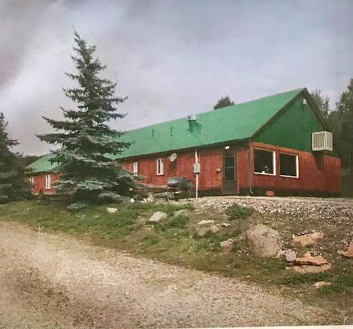 Tanker Mountain High Park Lodge 1,000 Acres