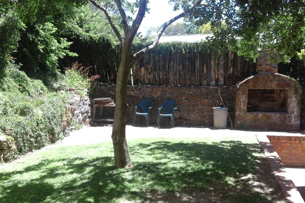 Outdoor braai (BBQ) area in front of Cottage (Common area)
