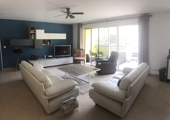 Grand appartement moderne avec très belle vue