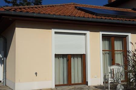 Wohnung mit Terrasse und eigenem Eing nahe Hamburg - Schwarzenbek - Apartemen
