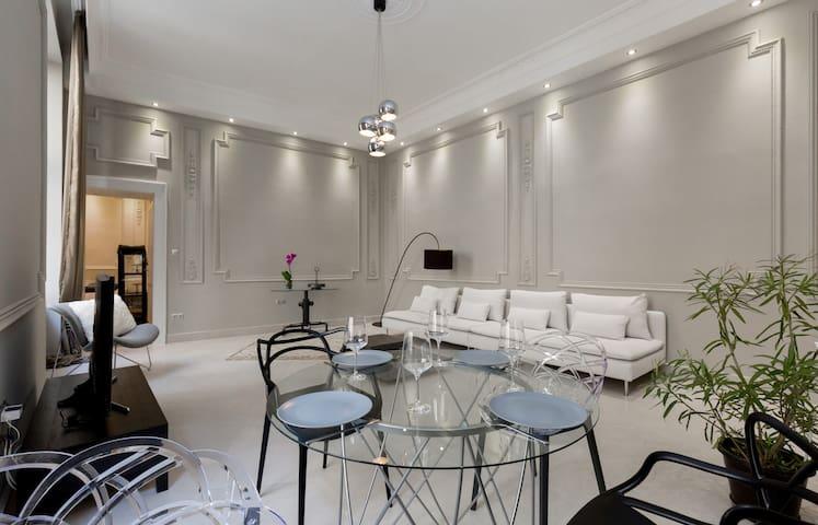 Grand Designer Dream Home In The Center