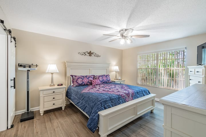 YOU MUST SEE THIS HOME!  Slps 6, Dis, Pool, LOW $!