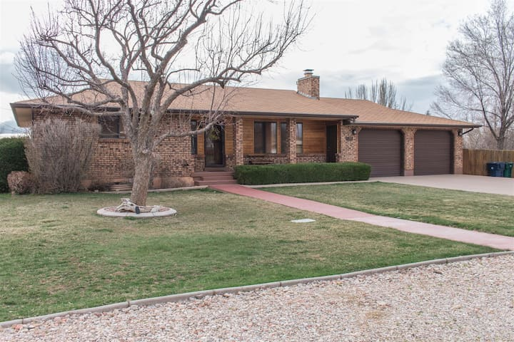 Great pet friendly home in the middle of town and close to all the action Parowan has to offer