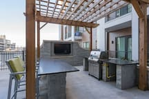 GRILL/POOL/PATIO LOUNGE