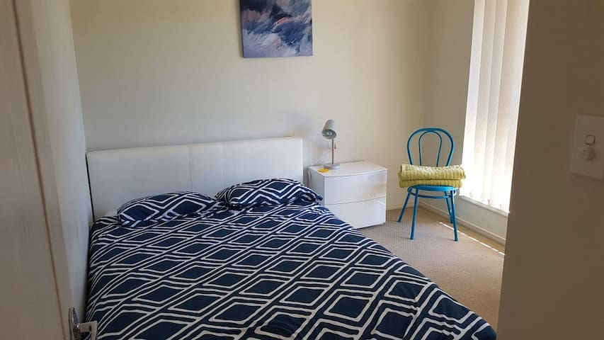 1or2 Room with free wifi in U. Coomera-theme parks