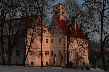 Renesanční budova Zámku u řeky Otavy - Hořovice - 公寓