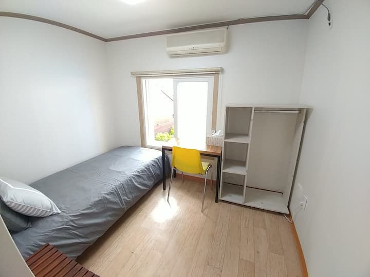 Single bed private room with private bathroom