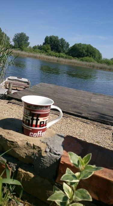 Jutarnja kafa na molu