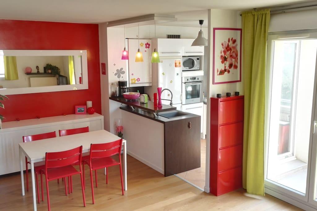 Cuisine ouverte avec accès terrasse