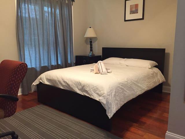 2840-3 Bright Room w/ Private Bath