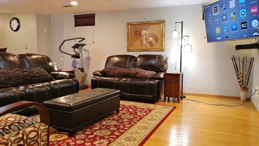 Unique Luxurious Basement Apt (1800 sq ft)