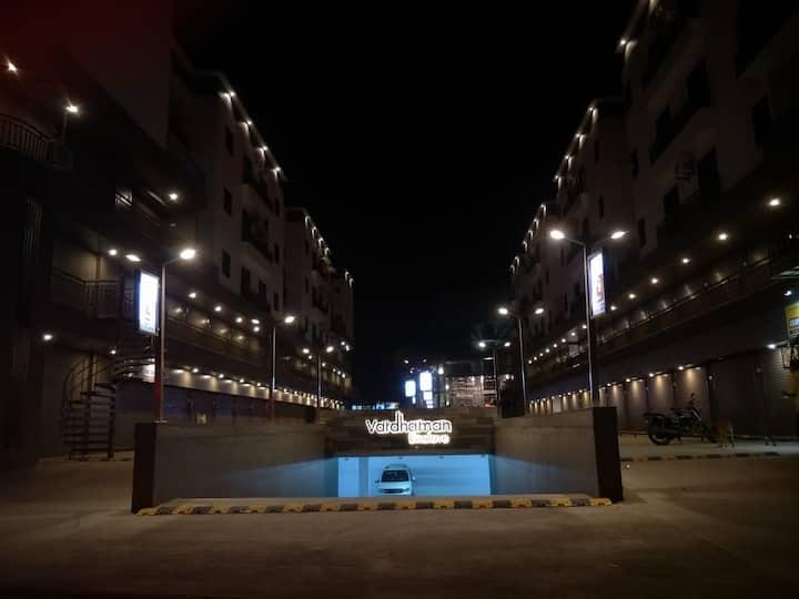 Luxurious & Specious Flat - Vardhman Enclave 🏨