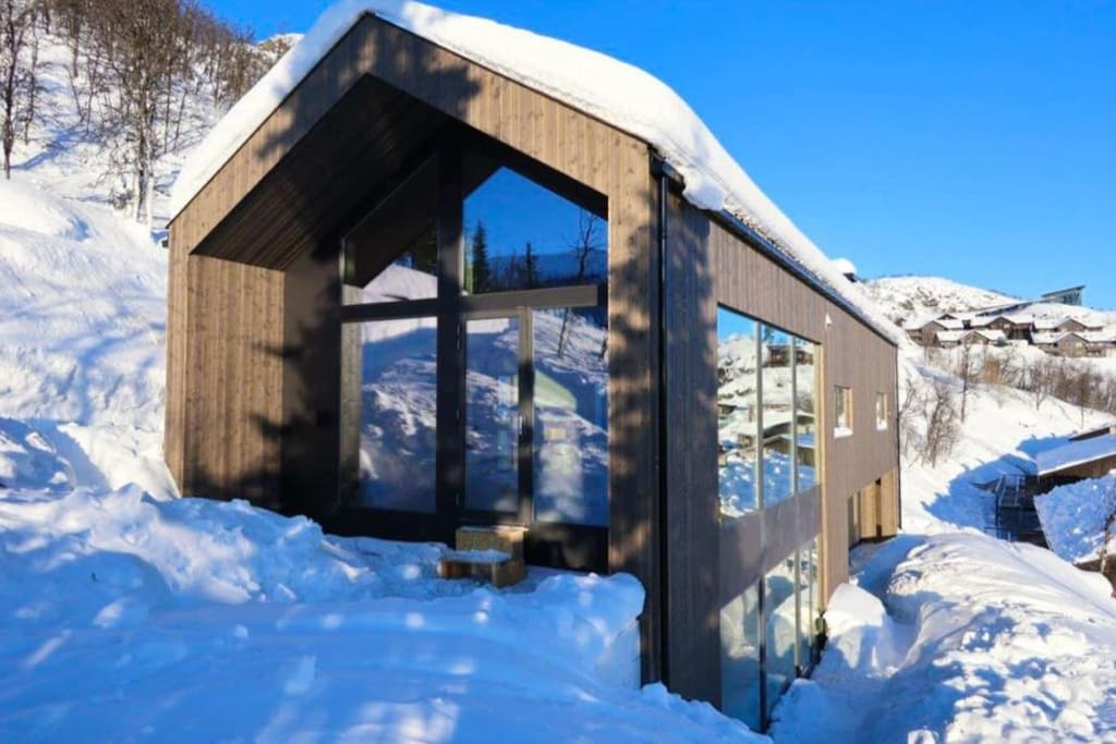 Moderne hytte med fantastisk utsikt
