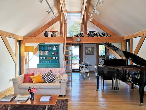 Inspiring contemporary Studio. Walks, Pubs, Piano