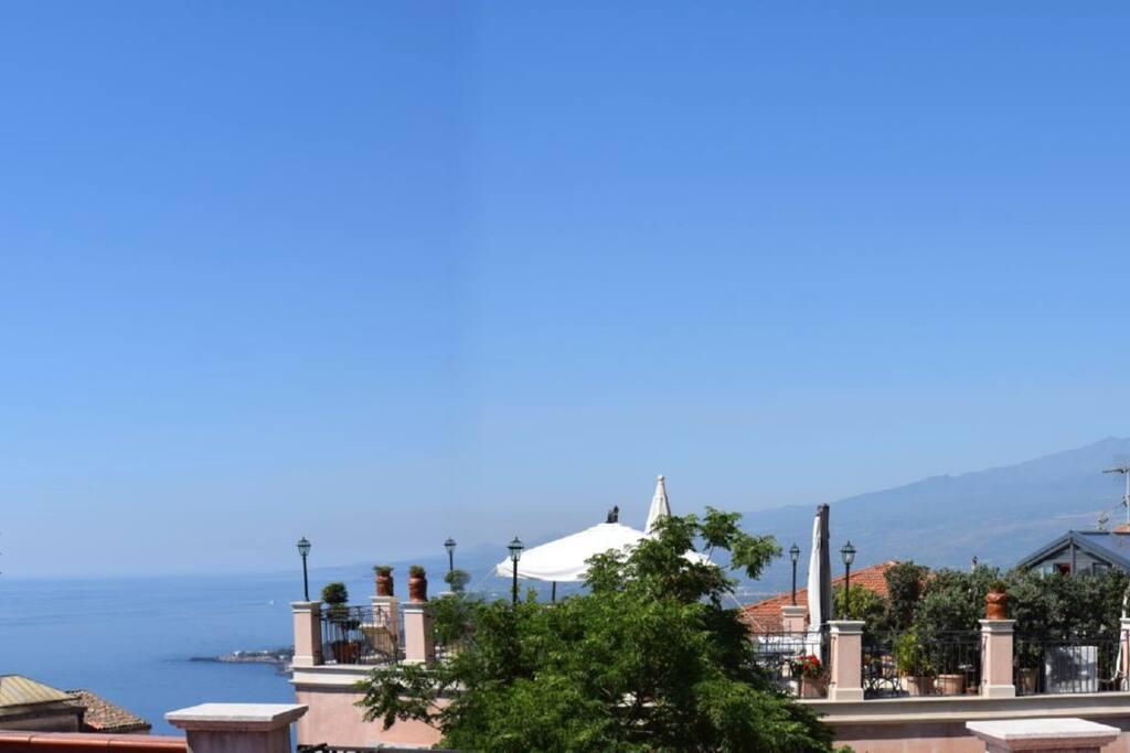 L'Etna - vista dal terrazzo