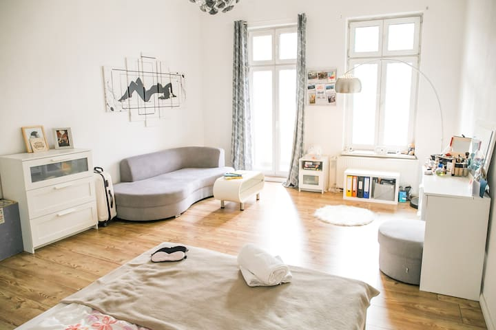 Stylish room with balcony in Prenzlauer Berg