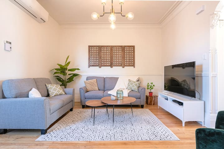 """Bright and comfortable living room, Netflix and cable on the 55"""" HD TV"""